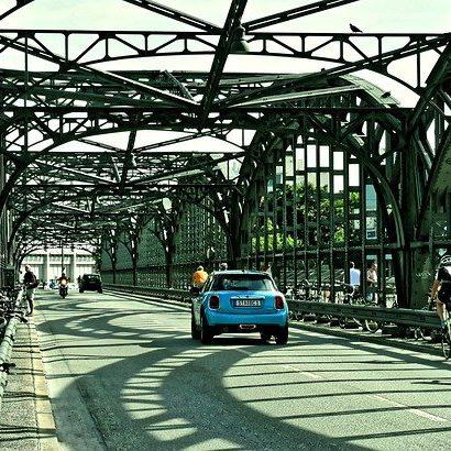 hacker-bridge-4381661_640